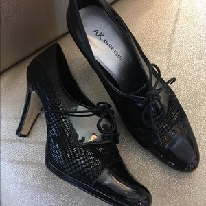Anne Klein Black Patent Leather Tie-up shoes